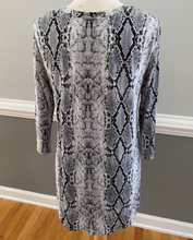 Load image into Gallery viewer, Snake Print V-Neck Top