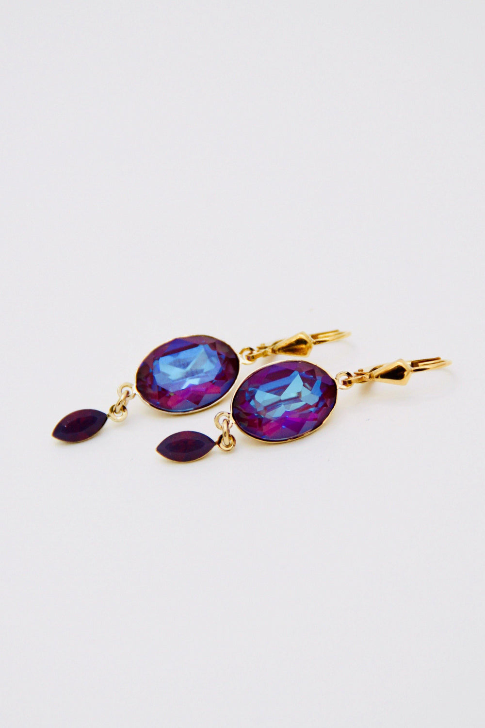 Delite Crystal Burgundy Earrings - Amillis