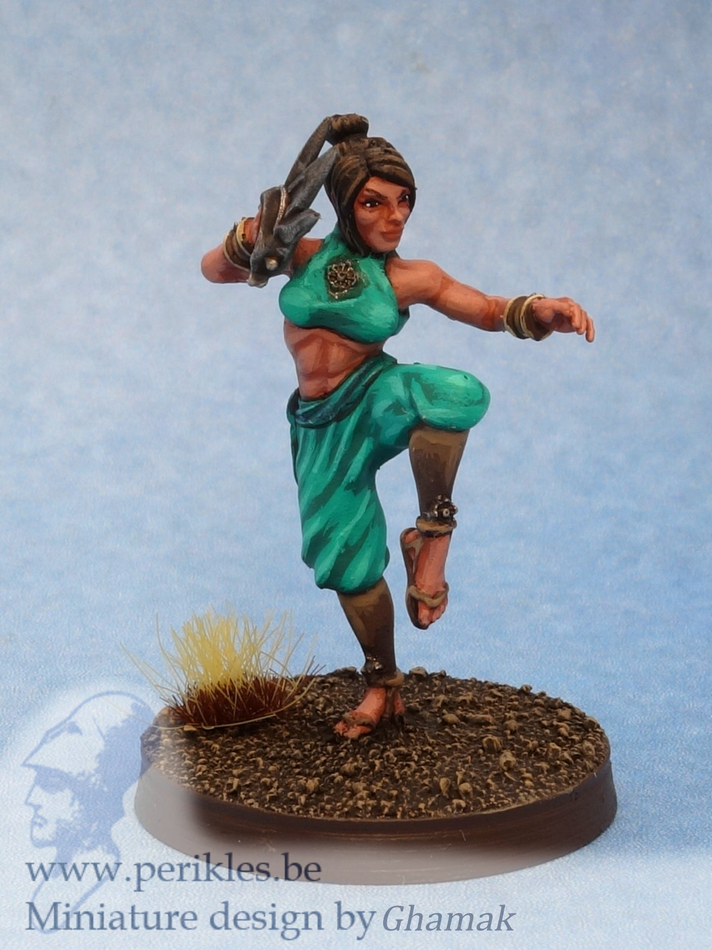 Female Fighting Monk 2 (28mm miniature)