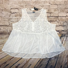 Load image into Gallery viewer, Torrid white lace floral design tank.  New with tags.