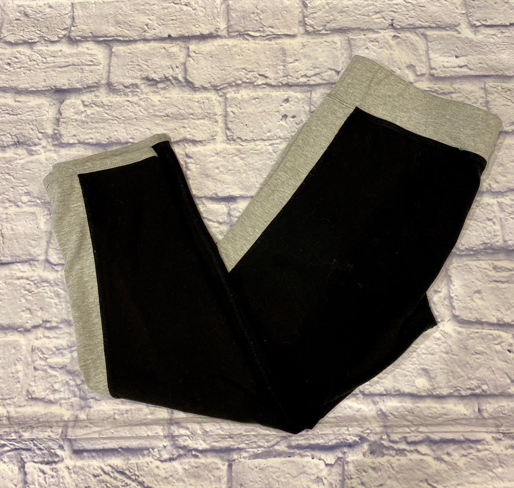 Kensie black active crop leggings in soft stretch.  Black body with grey waistband and racer stripes down sides.