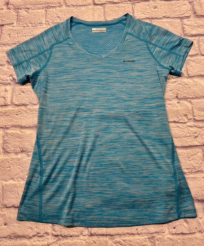 Colombia omni freeze active top in heathered teal. V neckline with exposed seams.  With stretch and UPF 30, this soft tech tee sports our cooling technology that reacts with your sweat to lower the fabric's temperature and keep you cool. Features: Omni-Freeze ZERO™ sweat-activated super cooling Omni-Wick technology actively breathes and pulls moisture away from your skin Omni-Shade™ UPF 30 sun protection Antimicrobial treatment protects this product from bacterial growth 100% polyester ZERO interlock.