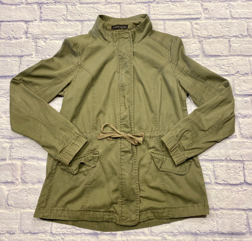 My Bajee by Be Cool lightweight olive green anorak jacket.  Button closure and cinch waist.  Two front flap pockets.  Elastic cuffs on sleeves.