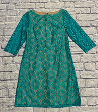 Load image into Gallery viewer, Jessica Howard beautiful turquoise crochet dress with tan underlining.  3/4 sleeve shift dress.  Zip back closure.  New without tags.  Very pretty!