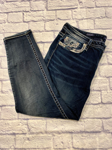 Vigoss high rise skinny jeans in heritage fit.  Darker wash, skinny hem, button and zip closure, decorated embroidered pockets.