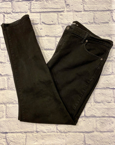 Old Navy curvy jeans in black.  Skinny hem.  Button and zip closure.  Tall.