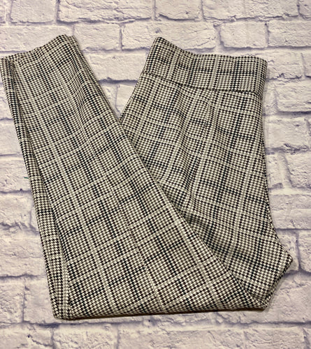 Simply Emma black and white houndstooth stretchy pants.  Wide elastic waistband, skinny legs.  Very cute!