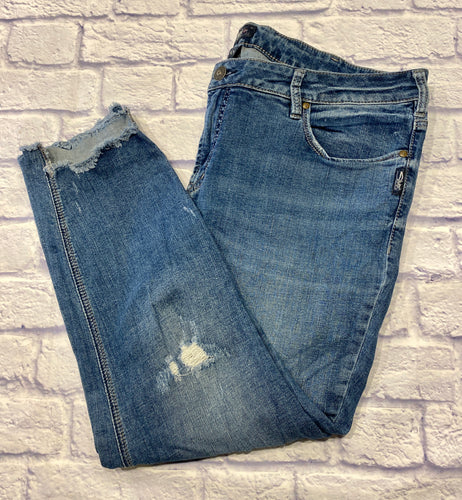 Silver jeans in skinny medium wash.  Ankle length with cut out front hem.  Mid rise.  Bailey style.