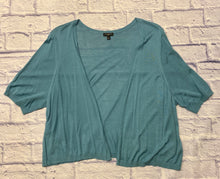 Load image into Gallery viewer, Talbots blue/grey short sleeve rayon cardigan with open front.  Cropped cut style.  Like new.