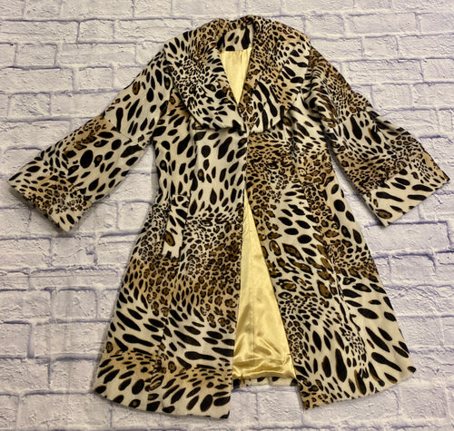 Vintage leopard print wool jacket with gold satin lining.  One button closure and two side slit pockets.  Gathered pleats on slightly flared sleeves.  So cute!