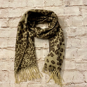 Two-tone leopard wool scarf with fringe detail.