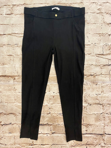 Amaryllis black stretch leggings with front and back pocket detail.