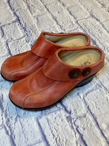 Sanita pink leather mule clogs with two button detail in brown on the side.  Soles are in great shape, a few scuffs on the top.