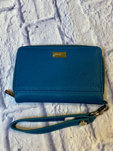 Load image into Gallery viewer, Jewell turquoise leather wristlet  with credit card slots inside and zipper pocket.  New without tags.