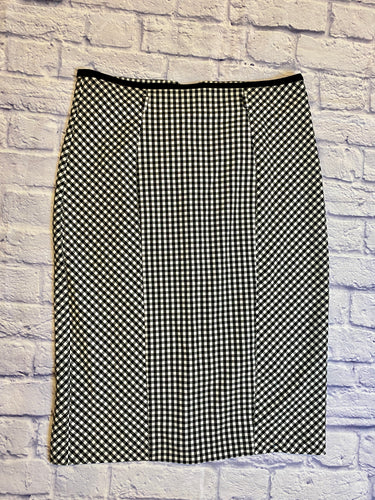 NY & Co black and white gingham skirt with black hem and belt loops.  Seams down front and back, back has black hem zipper and bottom ruffle detail.