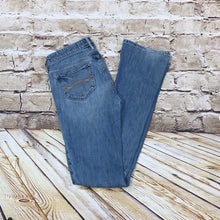 Load image into Gallery viewer, Ambercrombie & Fitch medium wash bootcut jeans with back pocket design.