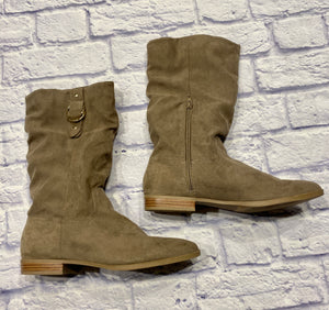 Kohls tan felt boots with side half zip and buckle detail on outer top.