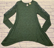 Load image into Gallery viewer, Knox Rose green waffle tunic with long sleeve lace detail down side and one button peep hole back closure.  Asymmetric bottom hem.  New without tags.