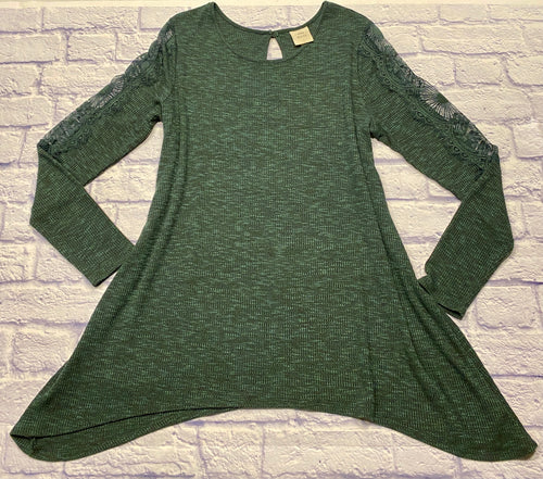 Knox Rose green waffle tunic with long sleeve lace detail down side and one button peep hole back closure.  Asymmetric bottom hem.  New without tags.