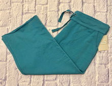 Load image into Gallery viewer, Merona teal lounge capris in sweatpant material.  Drawstring waist, two side pockets.  New with tags.