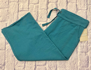Merona teal lounge capris in sweatpant material.  Drawstring waist, two side pockets.  New with tags.