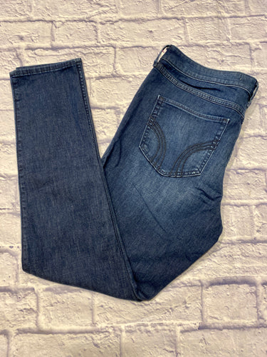 Hollister dark wash high rise jeggings with mega stretch.  Slight fade on thighs.  Like new.