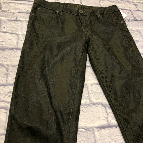 Velvet Heart metallic green snakeskin pants.  Button and zip closure in front, two front pockets, two back pockets.  Skinny fit.