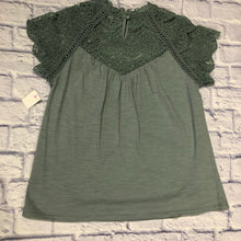Load image into Gallery viewer, Hailey & Co Crochet Top