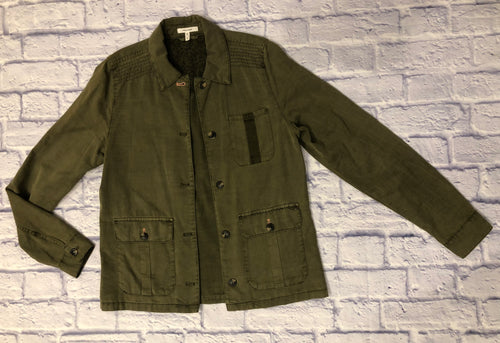 Maurices lightweight army green jacket with two lower button close front pockets and one breast pocket.  Shoulder stitch detail.