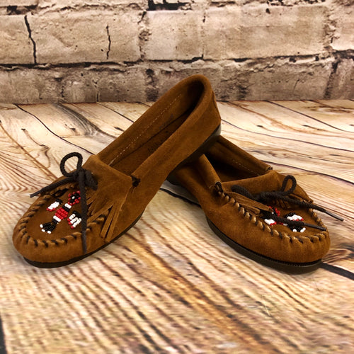 Classic leather moccasin with eagle bead detail and black laces.  Brand new.