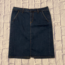 Load image into Gallery viewer, Old Navy straight fit dark wash jean skirt.  Like new.