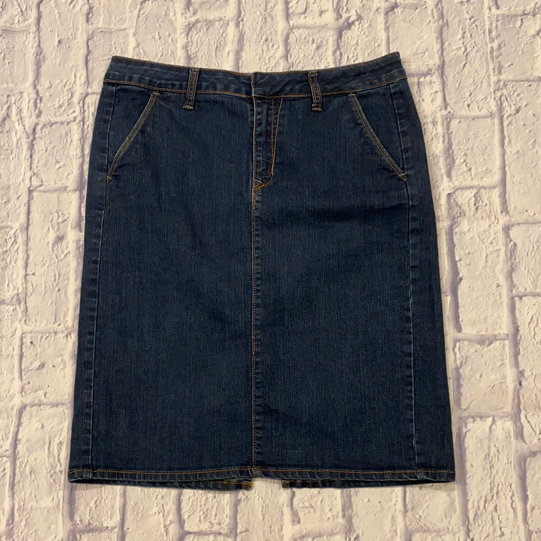 Old Navy straight fit dark wash jean skirt.  Like new.