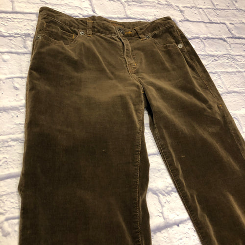 Jag dark brown corduroy pants.  Button and zip closure in front.  Front pockets, back pockets have