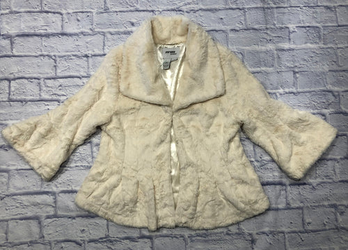 Sisters Outerwear super soft cream colored faux fur jacket.  3/4 sleeves and pleated waistline.  Cropped fit.  Beautiful sheen on cream interior lining.  Pockets!  So amazing!