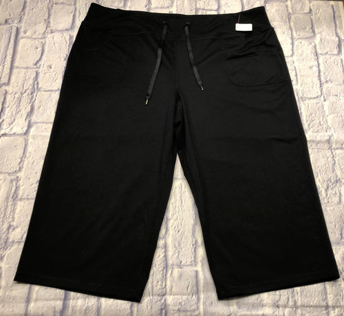 Zella black cropped active pants with drawstring waist and two side pockets.