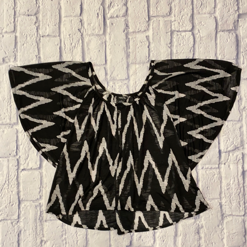 Rue 21 black and white flutter sleeve top with chevron pattern and faux button up closure.