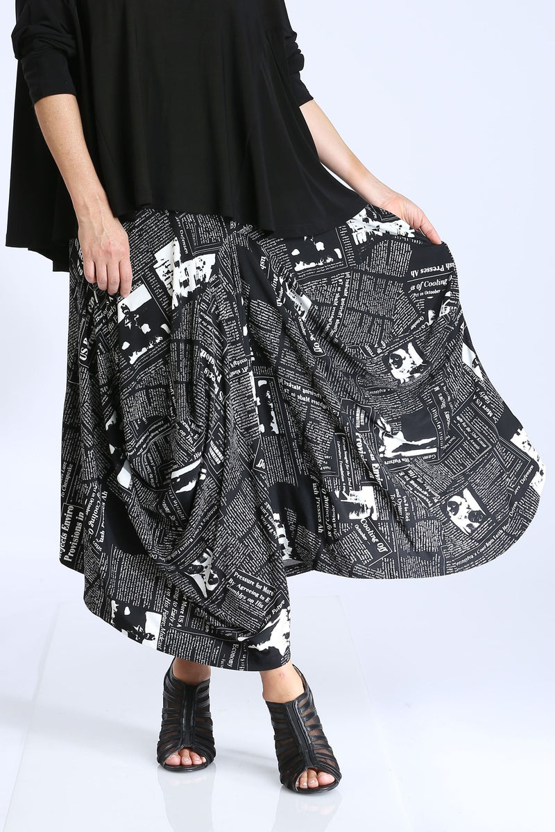 Plus Size Newspaper Wide Skirt