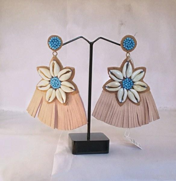 COWRIE BEAD FLOWER  EARRINGS