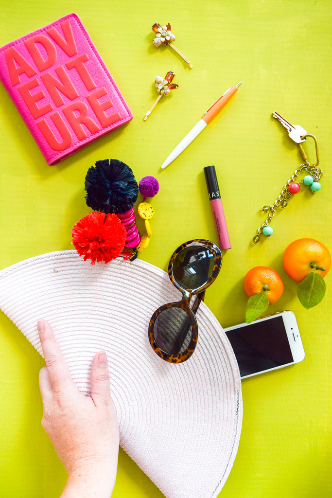 Is it a placemat?  Or is a clutch?  It's both! Check out this fast and fabulous DIY.