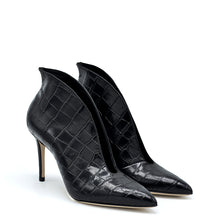 Load image into Gallery viewer, Doroty. <br> Black crocodile embossed calf leather pumps