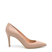 Load image into Gallery viewer, Elly. <br> Timeless natural nappa leather pumps