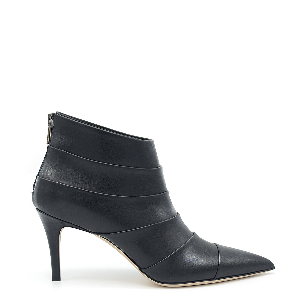 Gessy. <br> Black calfskin ankle boots