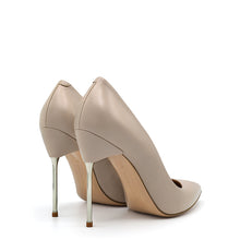 Load image into Gallery viewer, Ley TBS. <br> Dust beige nappa leather pumps
