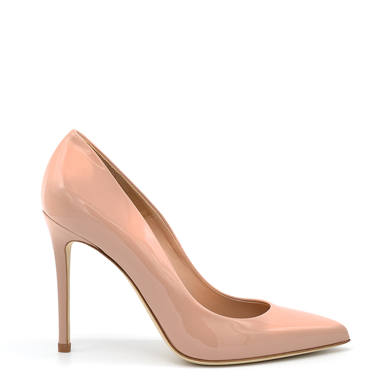 Myss. <br> Timeless natural patent leather pumps