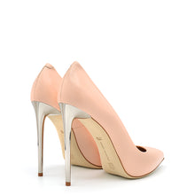 Load image into Gallery viewer, Queen. <br> Timeless stiletto heel shell pink calfskin pumps