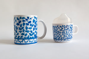 Load image into Gallery viewer, This watercolor design is our interpretation of the classic Chinese blue and white ceramics that Southerners love. The sippy cup has a removable clear top that can be set aside when it is time to transition to a toddler mug.