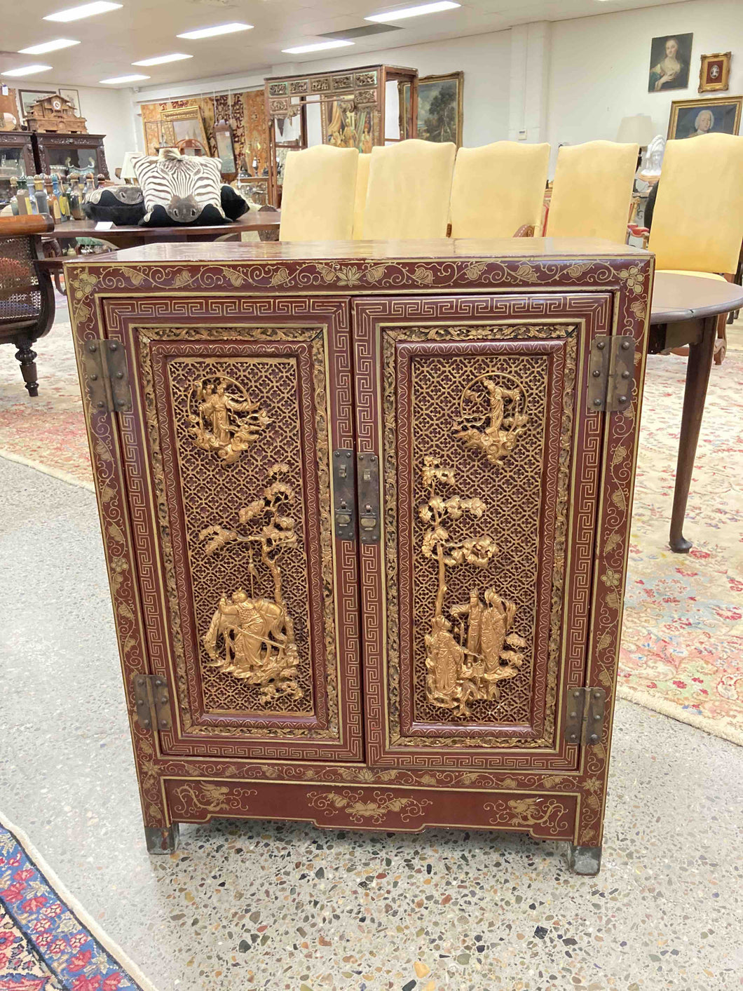 FC0053 Early 20th Century Chinese Gold Gilt Red Lacquered Cabinet