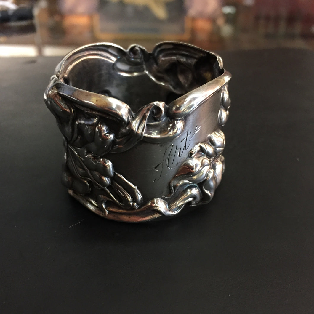 SC0632 American Sterling Silver Napkin Ring by frank M Whiting & Co in the Florence Pattern
