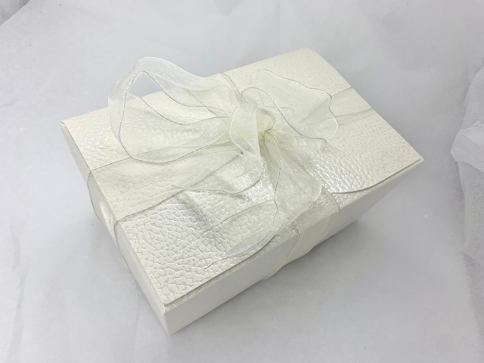 Cream Textured Gift Box: 750g Mixed Mithai