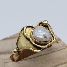 Load image into Gallery viewer, Ornate Vintage 9ct Gold Pearl Ring